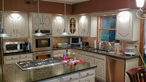 whiite painted kitchen cabinets